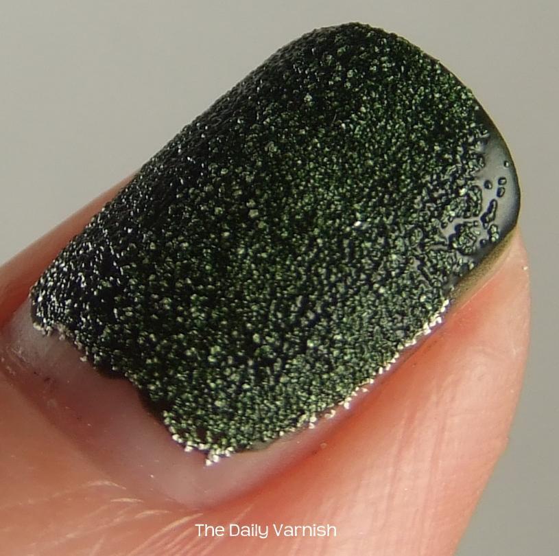 diy-liquid-sand-manicure-macro-2